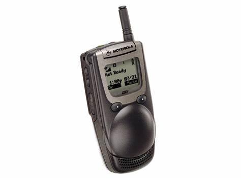 1999年,摩托罗拉 iDEN i1000plus 手机问世