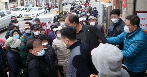 韩国政府发售588万个口罩 现场人山人海(图)